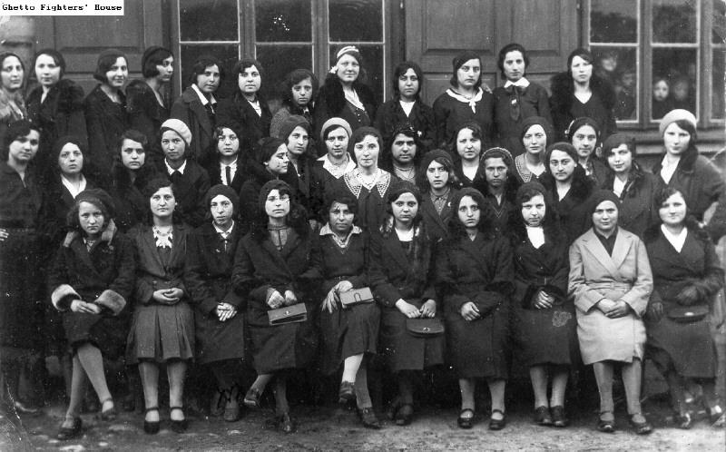 Bais Yaakov students in Grójec